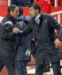 Míchel y Jiménez se saludan en un enfrentamiento anterior