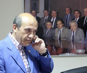Del Nido habla por teléfono