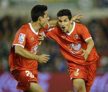 Sevilla FC: Navas celebra un tanto marcado esta temporada