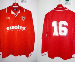 Umbro ya vistió al Sevilla en los noventa. FOTO: benditoscolores.es