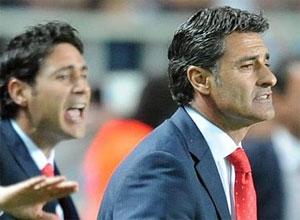 Sevilla FC: Míchel y Víctor dan instrucciones desde la banda del Sánchez Pizjuán