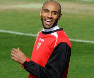 Sevilla FC: Kanouté sonríe en un entrenamiento de esta temporada
