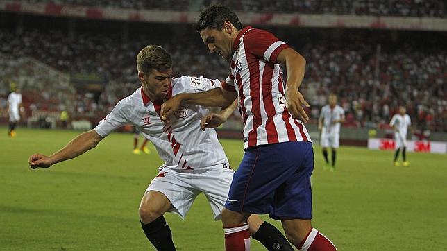 Alberto Moreno, en un duelo contra el Atlético