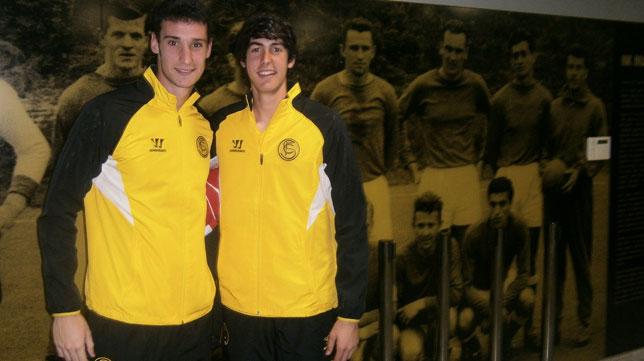 Sergio Rico y Carlos Fernández posan para orgullodenervion en el estadio del Maribor