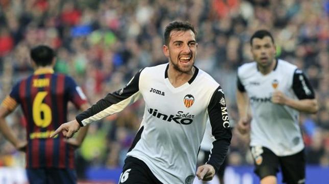 Alcácer celebra un tanto conseguido ante el Barcelona