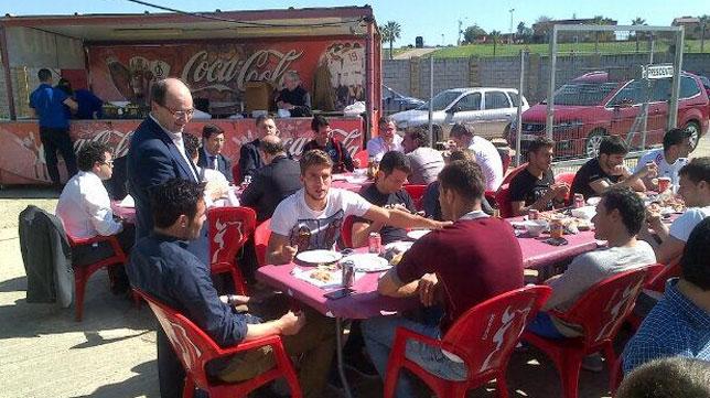 Imagen del almuerzo del Sevilla. FOTO: @SevillaFC