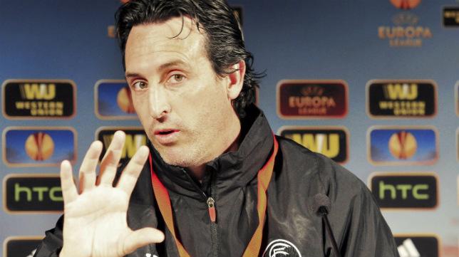 El técnico vasco durante una rueda de prensa de la UEFA
