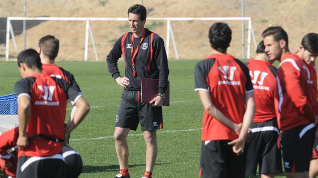 Emery, pensativo en un entrenamiento. Foto: Jesús Spinola