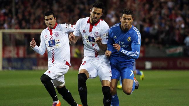 Iborra carga sobre Cristiano Ronaldo