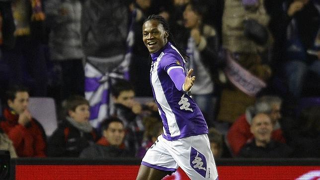 El delantero angoleño celebrando un gol