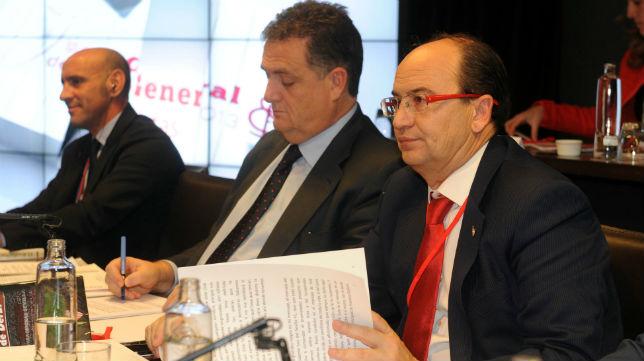 Monchi, Villanueva y Castro en la última junta de accionistas