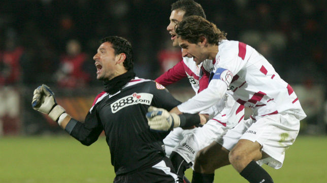 Andrés Palop celebra su histórico gol ante el Shakhtar