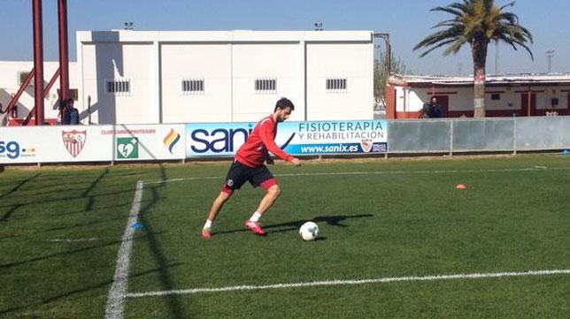 Pareja, esta mañana ejercitándose en solitario. FOTO: @SevillaFC