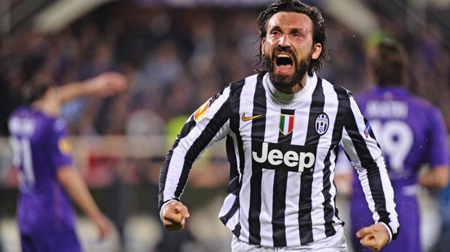 Pirlo celebra su gol ante la Fiorentina