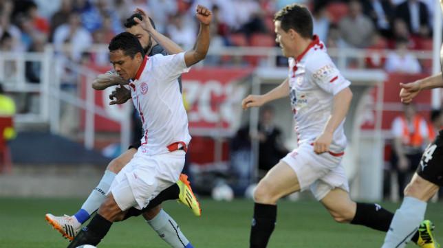 Bacca y Gameiro durante el choque ante el Español
