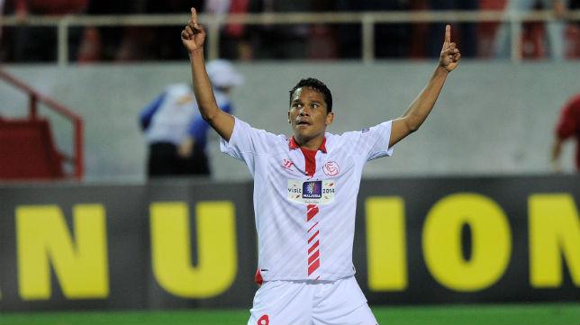 Bacca celebra un gol ante el Valencia en la Liga Europa