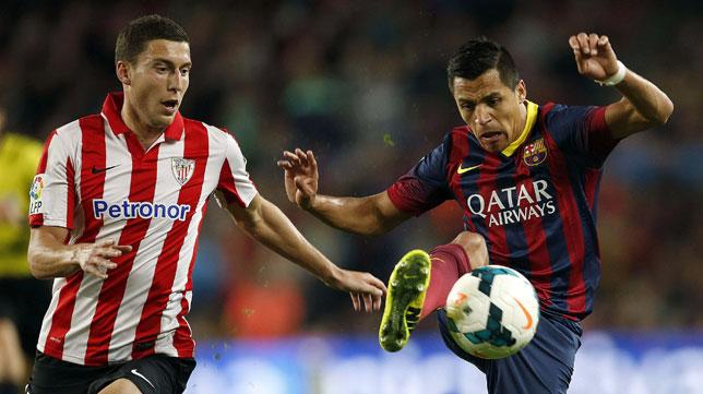 De Marcos pugna con Alexis Sánchez en el Barça-Athletic
