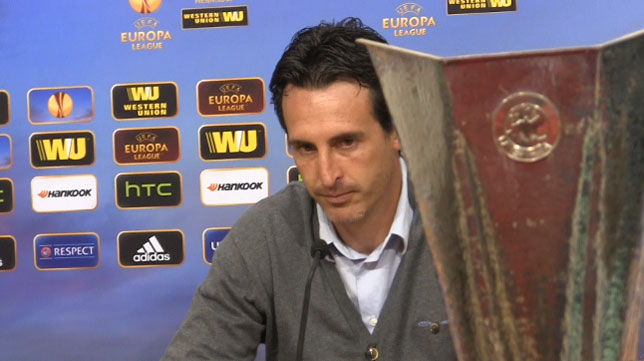 Emery, con la Copa de la Liga Europa