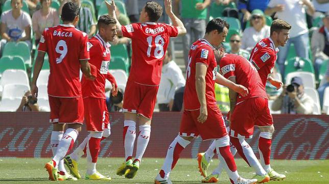 Gameiro, celebrando su primer gol, de penalti