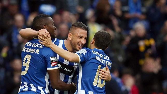 Los jugadores del Oporto celebran uno de los goles del partido ante el Académica