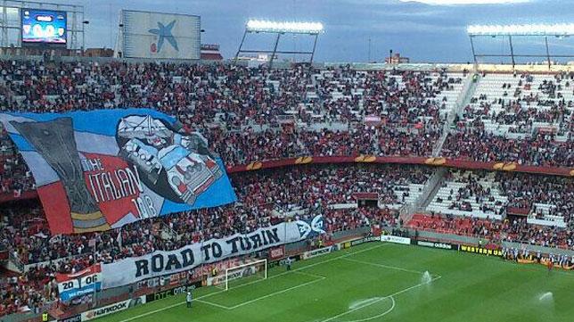 Imagen del tifo desplegado en el partido de ida