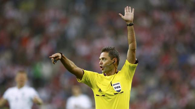 El árbitro esloveno, Damir Skomina