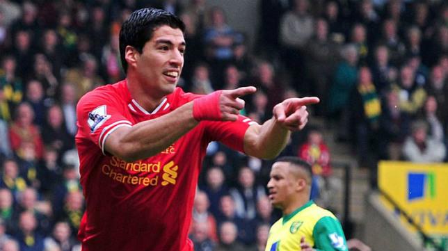 Luis Suárez celebra un tanto con el Liverpool