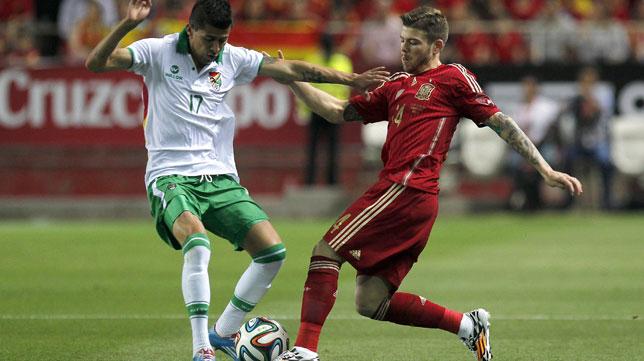 Alberto Moreno, en un lance del encuentro ante Bolivia