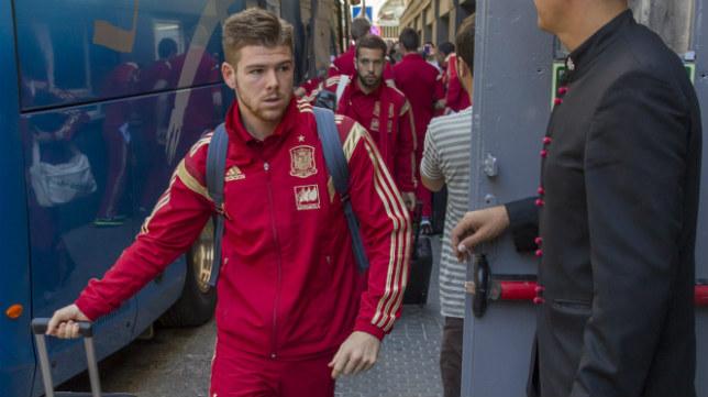 Alberto Moreno llega a Sevilla con la selección española