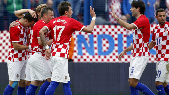 Los jugadores croatas celebran el primer gol de Perisic
