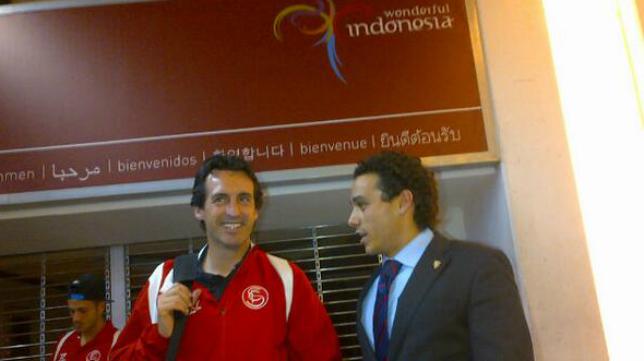 Diogo, Emery y Del Nido Carrasco, en la terminal de Yakarta (Foto: SFC)