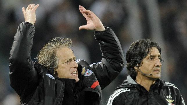 El entrenador del Benfica, Jorge Jesús, gesticula durante la semifinal ante la Juve