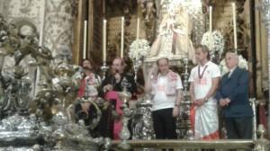 Capitán y Presidente, en la ofrenda floral a la Virgen de los Reyes
