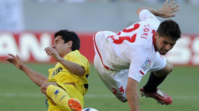 Jonathan Pereira y Coke durante el Sevilla-Villarreal