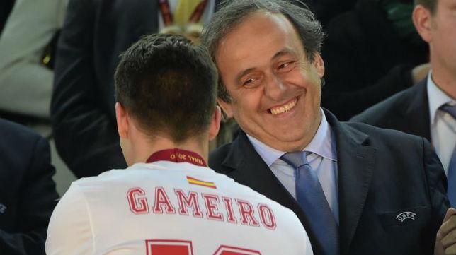 Platini saluda a Gameiro