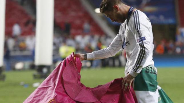 Ramos celebró la Décima a golpe de capote en Lisboa