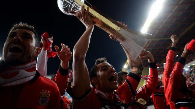 El ariete hispano-brasileño levanta el título de Copa portugués