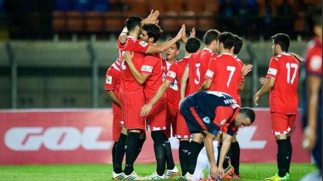 Los jugadores del Sevilla celebran uno de los goles. Foto @LaLiga
