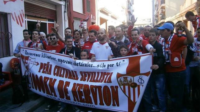 Imagen de una reunión de los sevillistas en Valencia previa a un partido