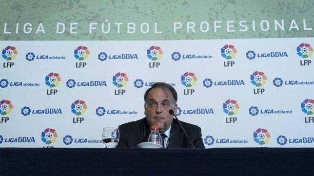 Javier Tebas, este mediodía en la rueda de prensa tras la Asamblea celebrada en Bilbao. FOTO: LFP