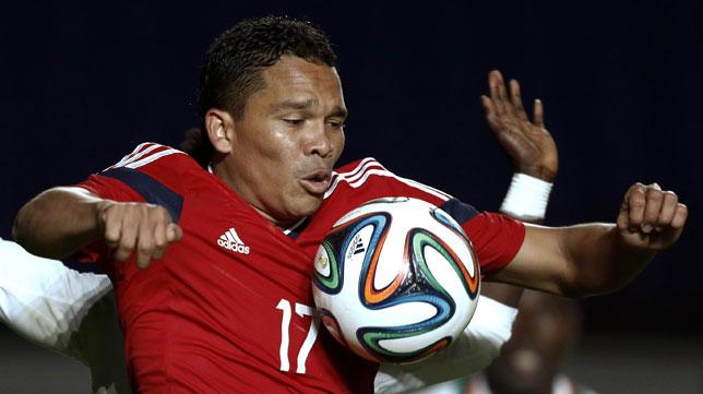 Bacca controla un balón en el último amistoso de Colombia, frente a Senegal