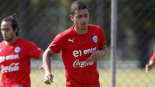 Carmona, en un entrenamiento con Chile. FOTO: EFE