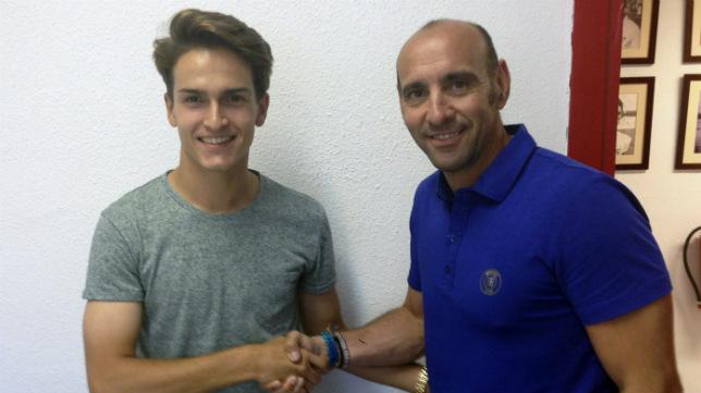 El gallego Denis Suárez junto al director deportivo del Sevilla, Monchi (Foto: SFC)