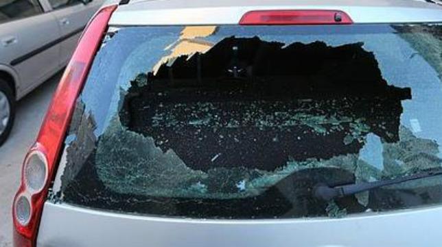 Así quedó uno de los vehículos (Foto: lavozdigital.es)