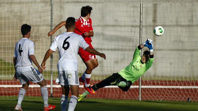 Momento en el que Juan Muñoz marcó su gol (Firma: Óscar del Pozo)