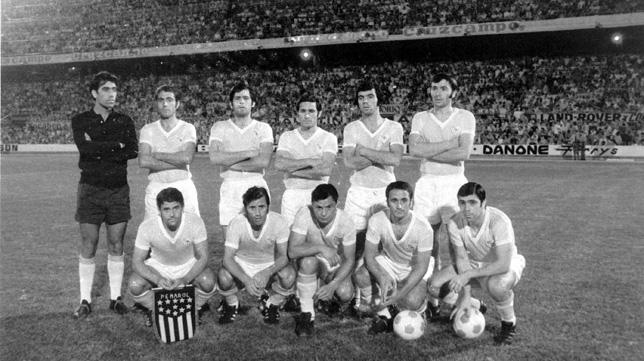 Hita, el cuarto arriba desde la izquierda, en una formación del Sevilla FC de 1972