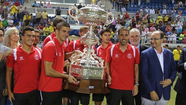 El Sevilla es el ganador del Trofeo Carranza de 2013