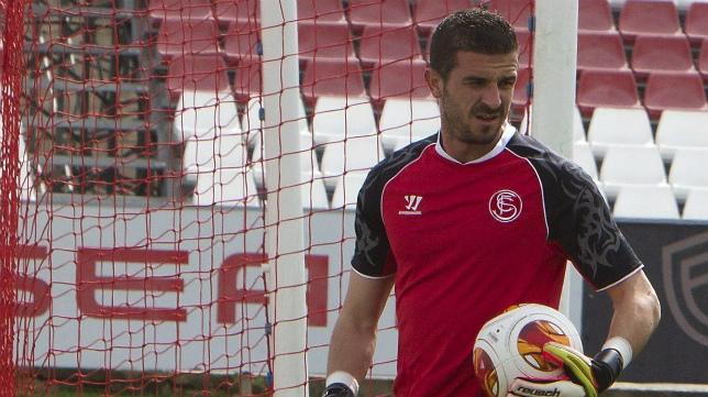 Varas, durante un entrenamiento del Sevilla