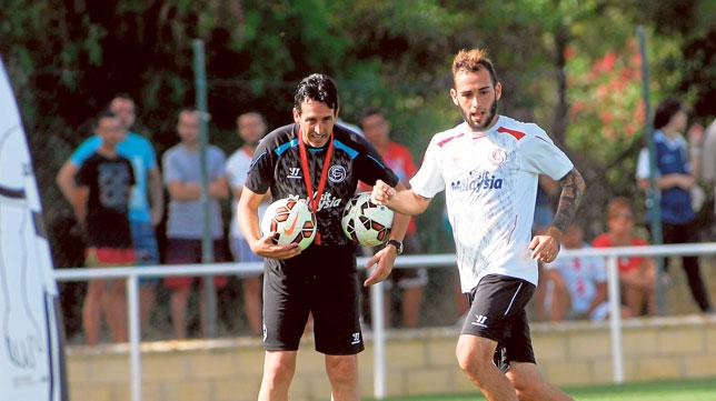 Emery y Aleix Vidal, en un entrenamiento en Costa Ballena