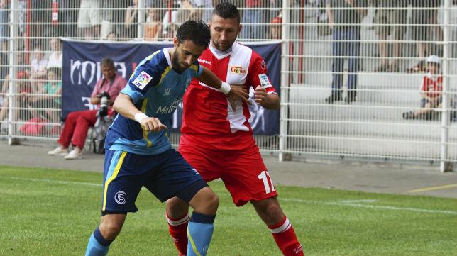 Nico Pareja durante una acción del partido amistoso ante el Unión de Berlín